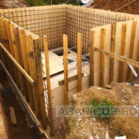 Строится яма для оборотной воды