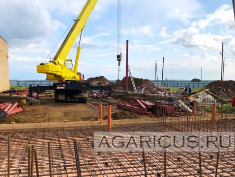 Вид строительную площадку компостного цеха. На переднем плане будущие полы бункеров 1 фазы