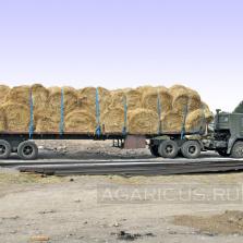 Транспортировка рулонов соломы